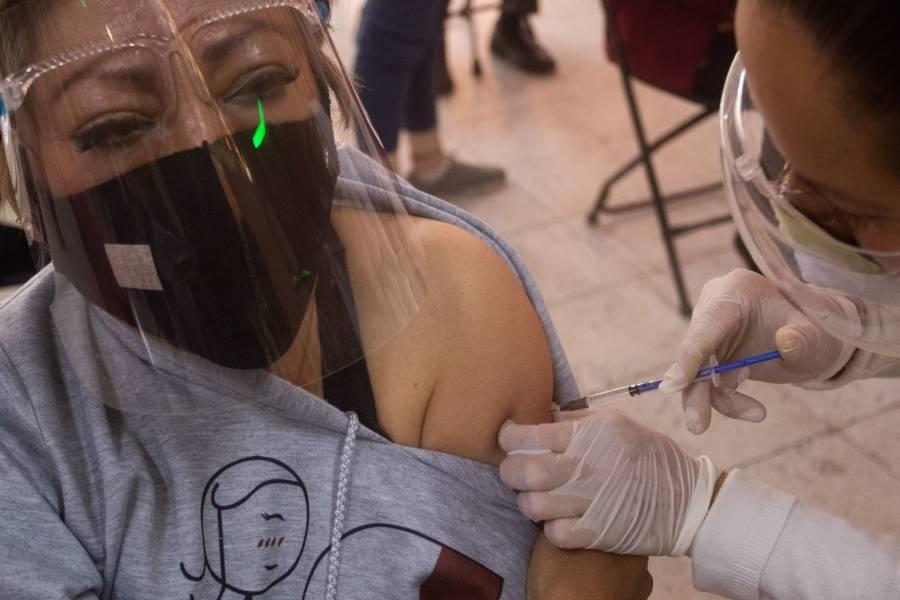 Gobierno CDMX planea vacunar entre 4 y 5 mil personas diariamente