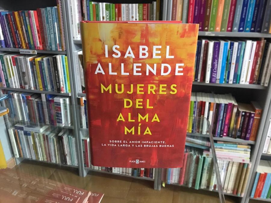 """""""Mujeres del alma mía"""" de Isabel Allende, una obra sobre el amor impaciente, la vida larga y las brujas buenas"""