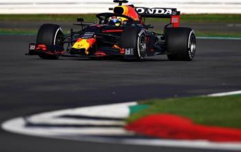 """""""Checo"""" Pérez se estrena con Red Bull en el circuito de Silverstone"""