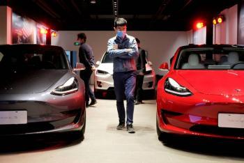 Por caída del bitcoin, Tesla borra todas sus ganancias de 2021 en la Bolsa