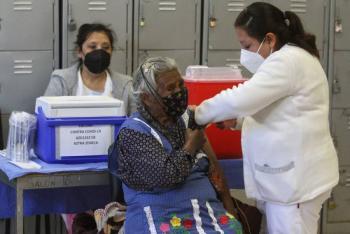 Pide Sheinbaum a adultos mayores que serán vacunados