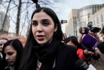 Difunden la primera foto de Emma Coronel bajo arresto en EEUU