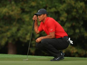 Sufre Tiger Woods fuerte accidente automovilístico; lo someten a cirugía