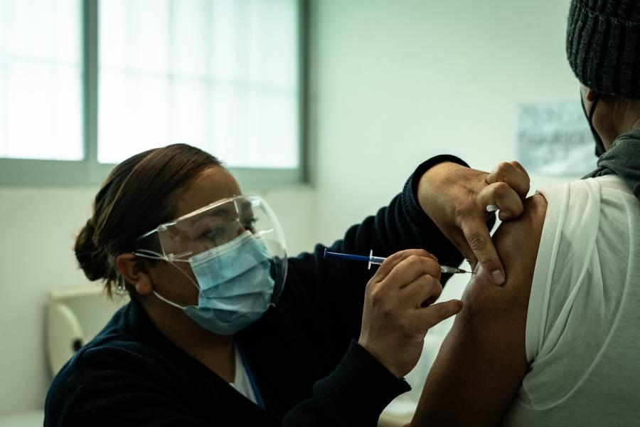 Bolivia inicia vacunación masiva contra COVID-19