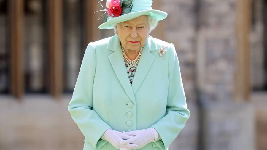 Reina Isabel: Piensa en los otros y vacúnate contra el COVID