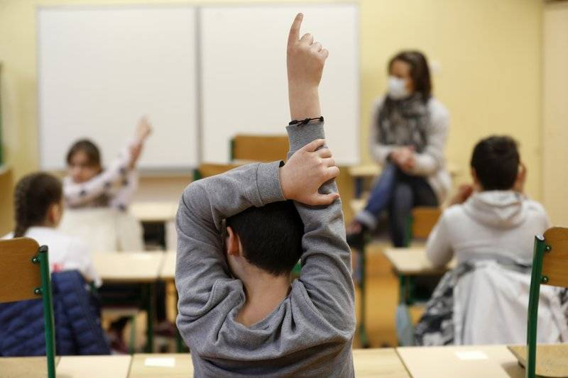 Experto afirma que regresar a clases presenciales reactivaría cadenas de contagio