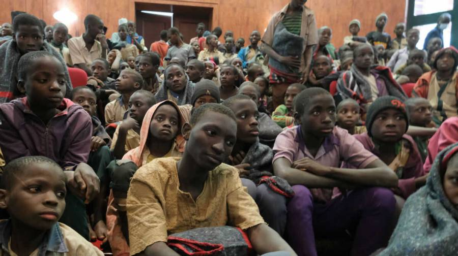 Liberan a estudiantes cautivos en Nigeria