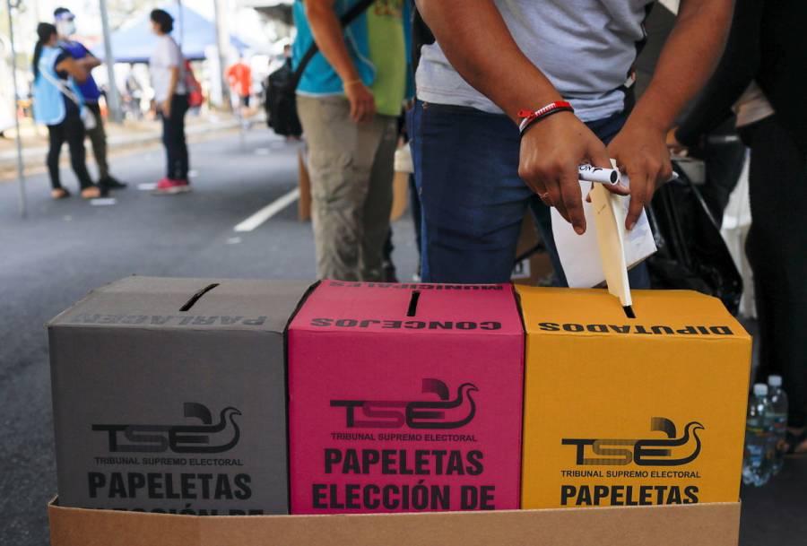 El Salvador celebra elecciones legislativas; partido de Bukele llega como favorito