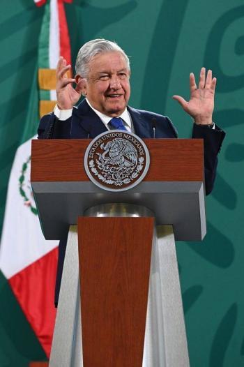Insultos, gajes del oficio, dice López Obrador