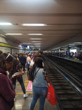 Reportan usuarios problemas en el funcionamiento de la Línea 3 del Metro<