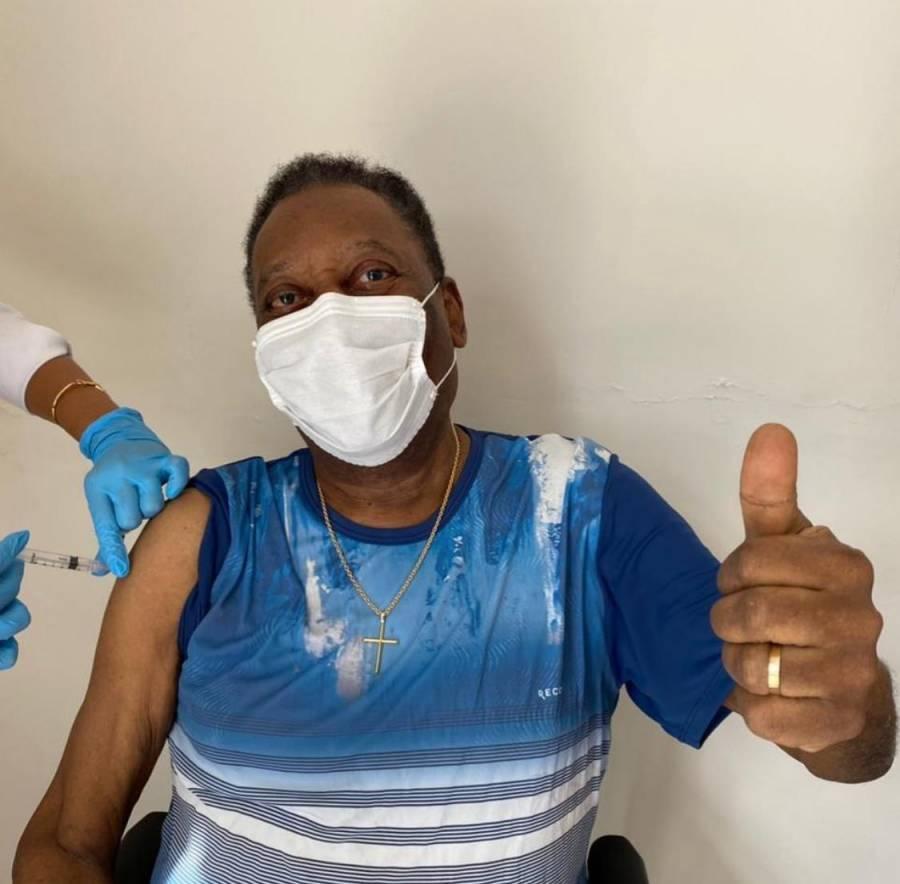 Pelé recibe vacuna Covid