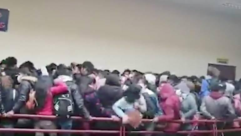 VIDEO: En Bolivia, mueren cinco estudiantes universitarios tras caer de un cuarto piso