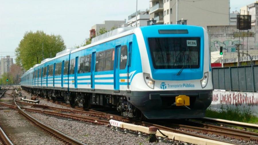 VIDEO: El impactante momento en que tren embiste a un auto en Argentina