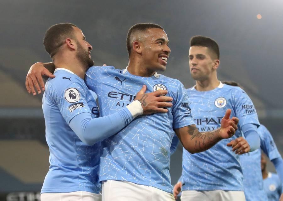 Manchester City golea al Wolverhampton y liga 21 victorias seguidas