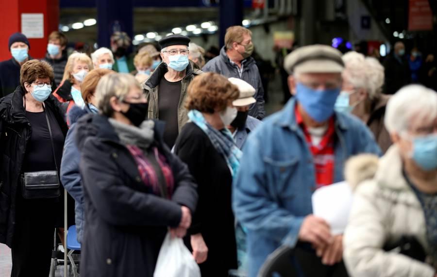 El mundo baja la guardia y  repunta el contagio, alerta la OMS