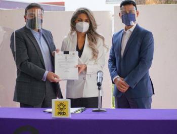 PRD entrega al IECM plataforma electoral en defensa de órganos autónomos y perspectiva de género: Nora Arias