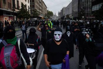 Autoridades capitalinas decomisan a colectivo feminista, materiales para crear bombas molotov