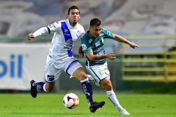 Puebla remonta y vence a León con gol de último minuto