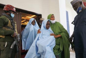 Liberan a 279 estudiantes secuestradas en escuela de Nigeria