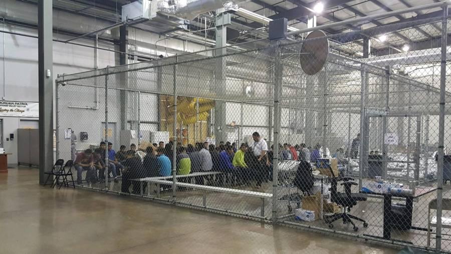 Planearía Joe Biden convertir centros de detención en puntos para procesar migrantes