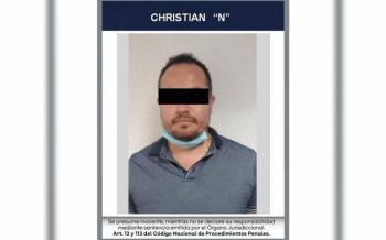 Arrestan a un hombre por vender supuestas vacunas contra covid-19