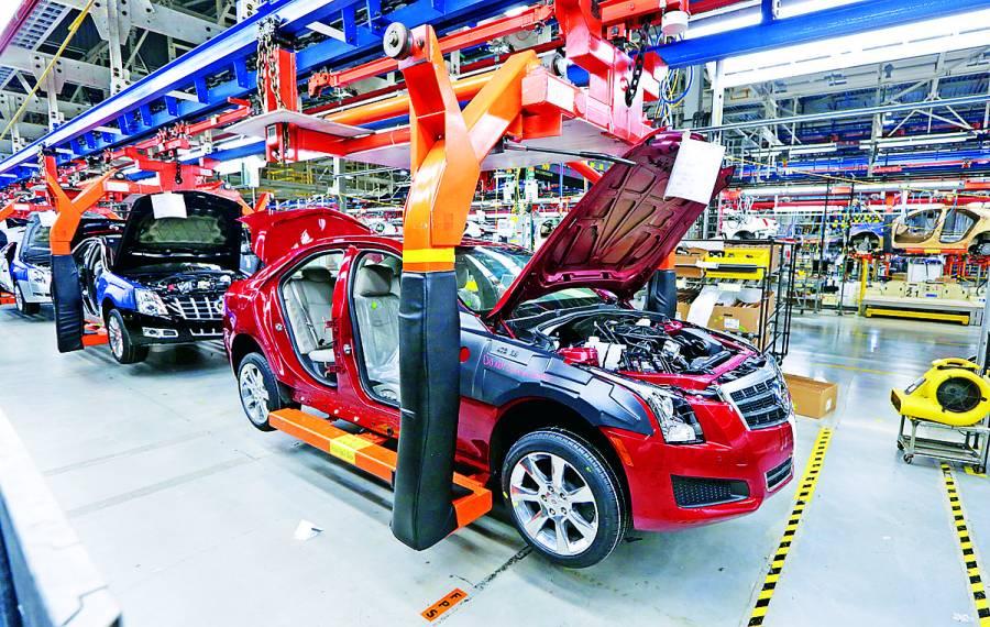 Producción de autos cae 28.85% en febrero; exportaciones bajan 21.80%