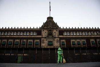 Feministas rechazan blindaje en Palacio Nacional previo a marcha del 8 de marzo