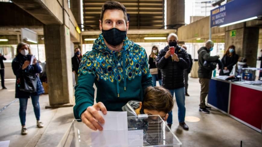 Messi acude a votar en las elecciones a la presidencia del Barcelona