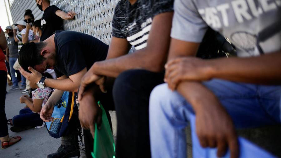 Funcionarios de Estados Unidos visitan frontera EEUU-México ante aumento de migración