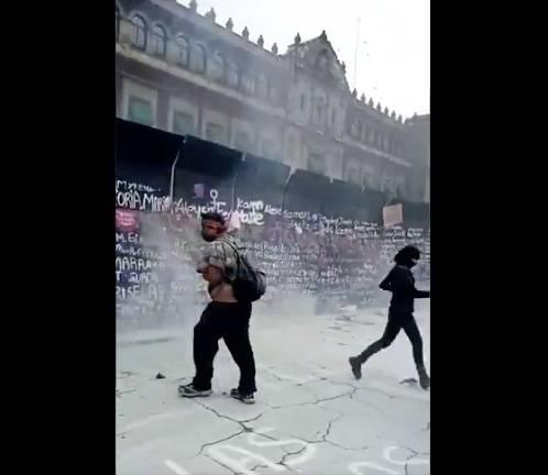 Reportan agresión de varones a policía capitalina en marcha 8M