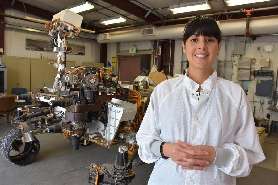 Ingeniera colombiana de la NASA recibe el premio Cafam Mujer