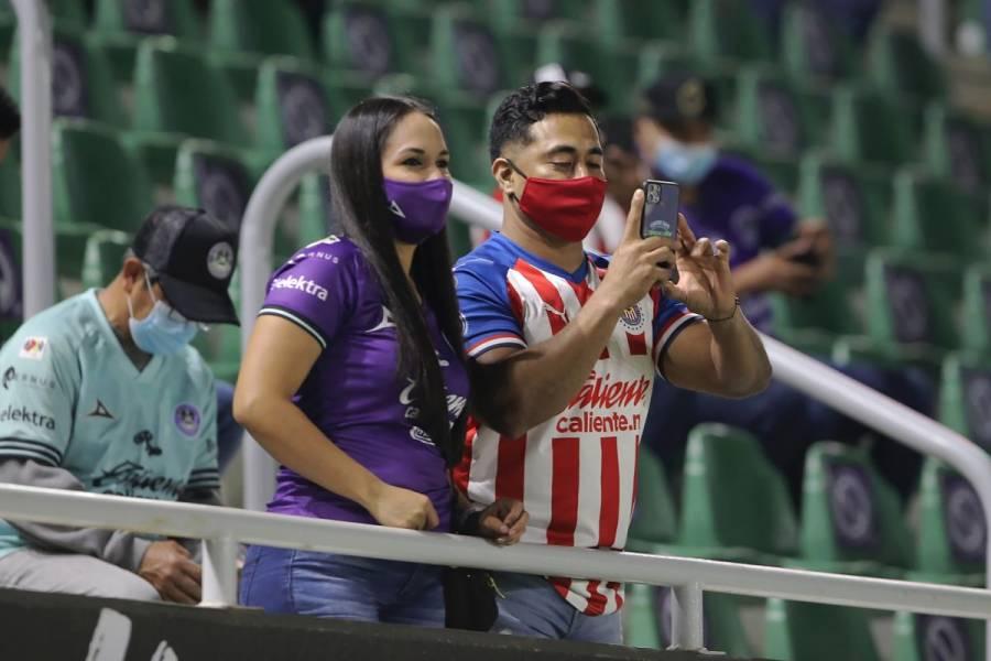 """Chivas limitará acceso de sus """"barras"""" en el Clásico frente al América"""