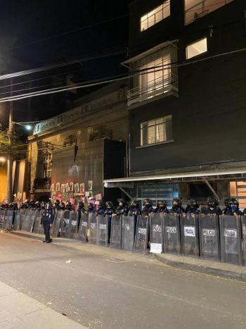 Policías resguardan domicilio de Andrés Roemer en CDMX