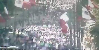 Parte primer contingente de mujeres del Monumento a la Revolución rumbo al Zócalo
