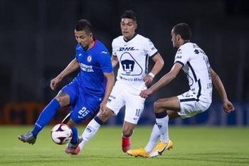 Cruz Azul se impone a Pumas y recupera liderato en Liga MX