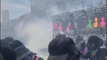 """Por proteger el """"Muro de la paz"""", denuncian presunto uso de gas pimienta"""