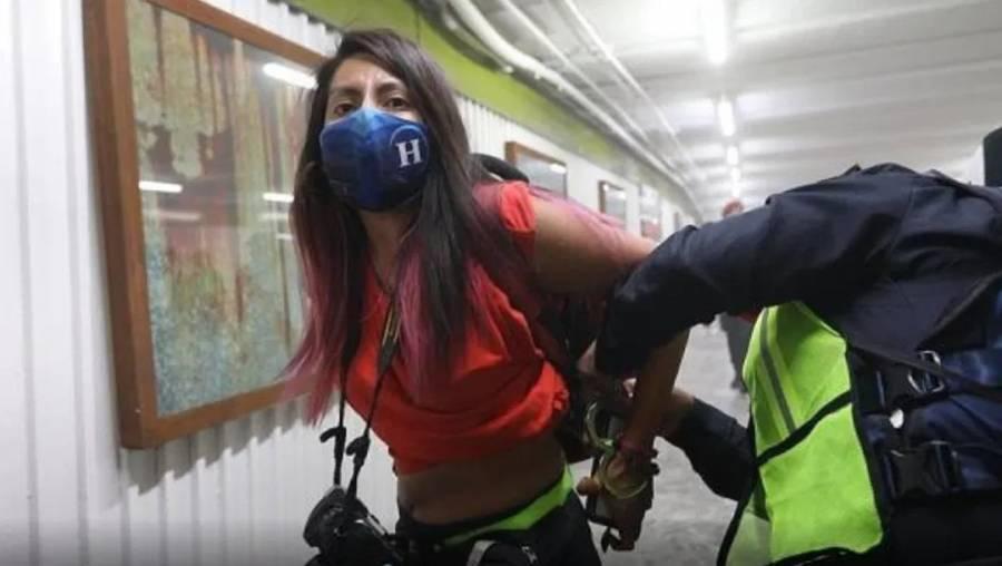 Tras detención de mujeres fotoperiodistas, Claudia Sheinbaum destituye al director de la PBI