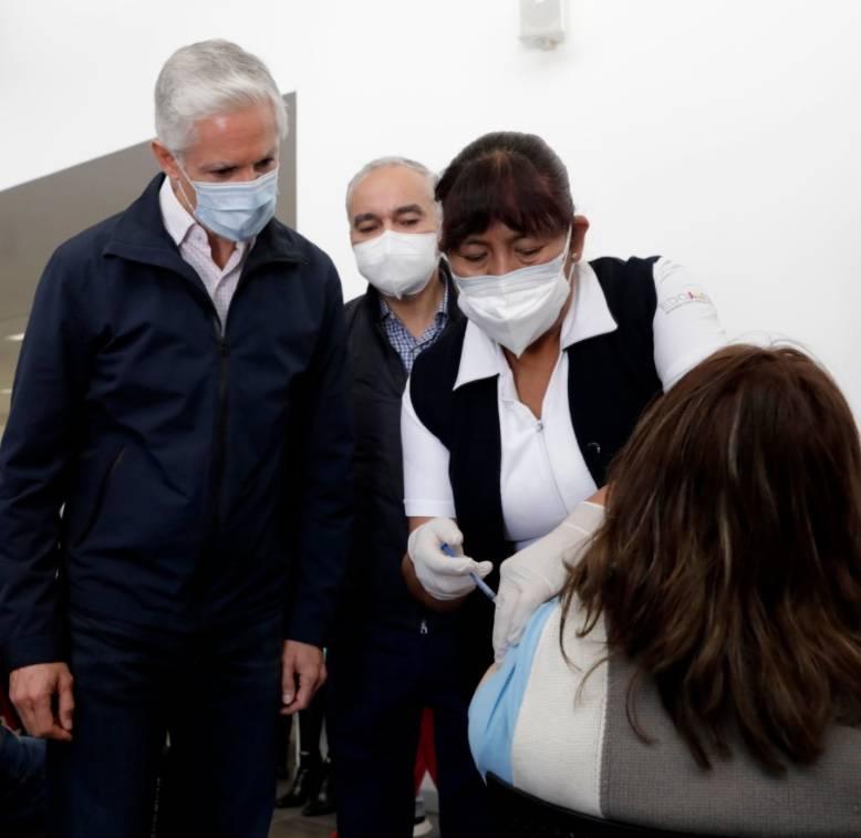 Destaca Alfredo Del Mazo vacunación contra COVID-19 en el Estado de México