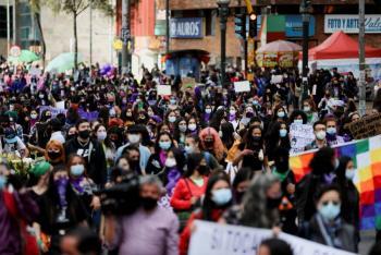 Marchan miles de mujeres en el mundo