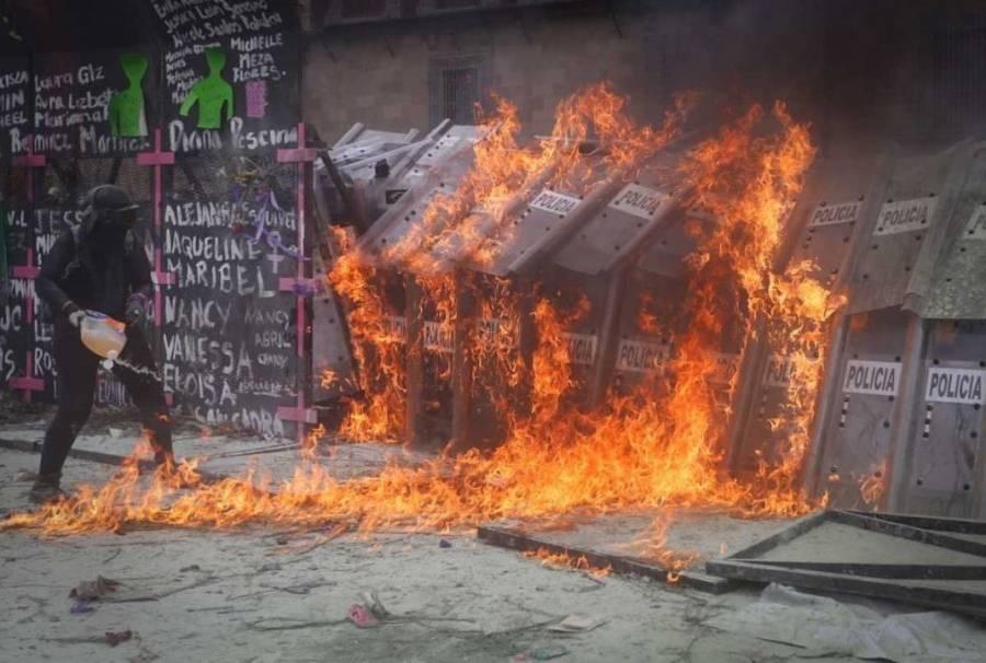 DAN DE ALTA A POLICÍAS AGREDIDAS EN #8M