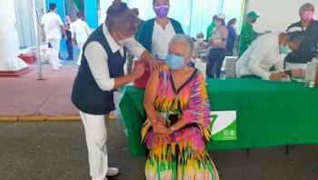 Olga Sánchez Cordero recibe primera dosis de vacuna contra Covid-19