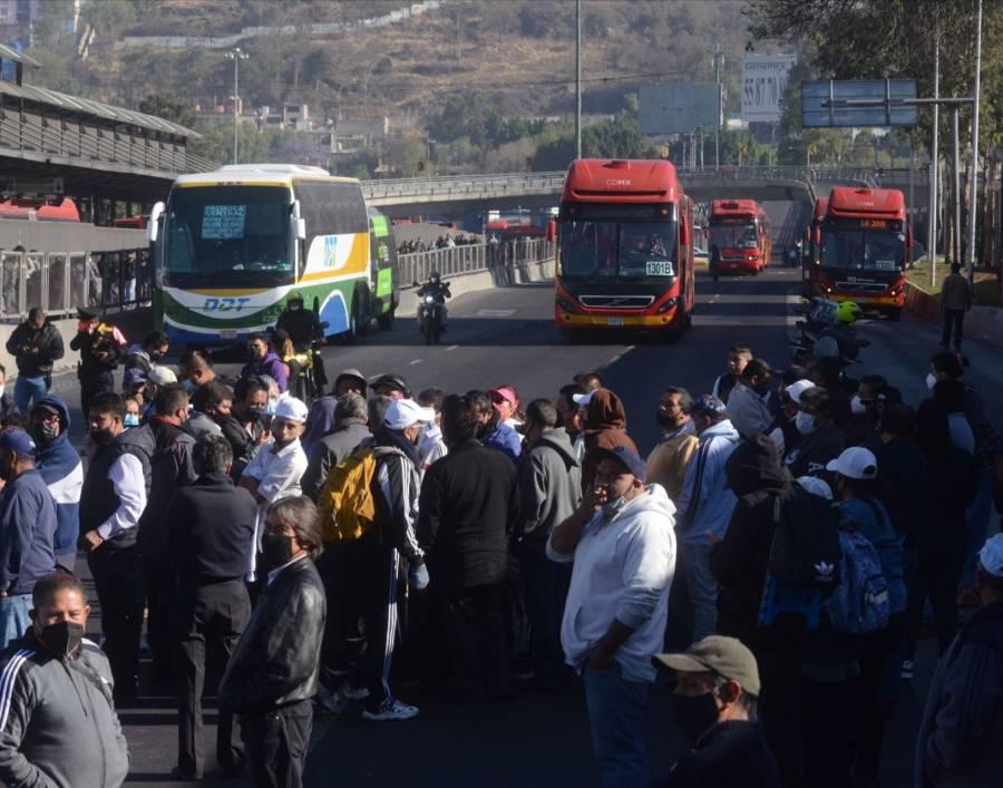 Transportistas bloquean accesos a la CDMX; exigen aumento de tarifa