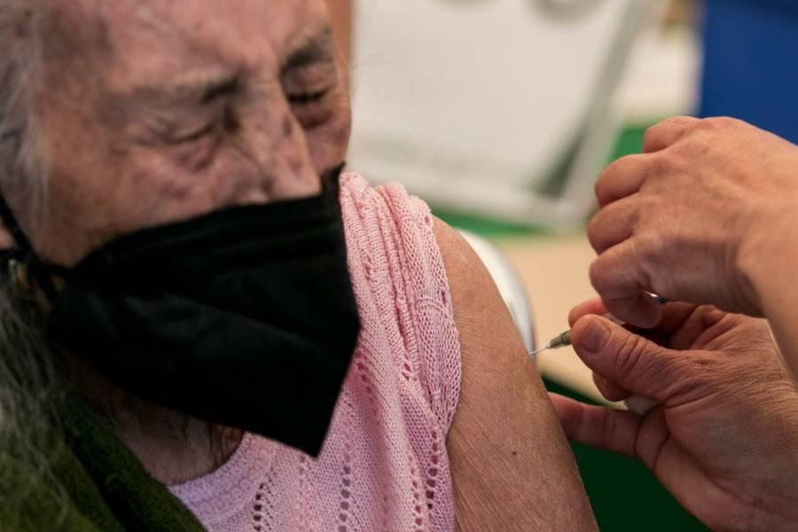 En CDMX, brigadas de vacunación acuden a asilos