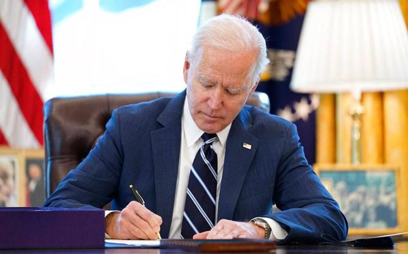 Firma Biden rescate económico para mitigar impacto negativo de Covid-19