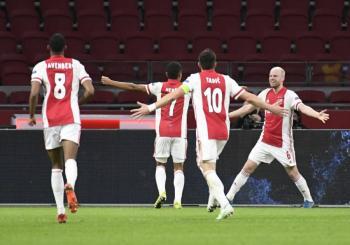 Edson Álvarez brilla en la goleada del Ajax sobre el Young Boys en la Europa League