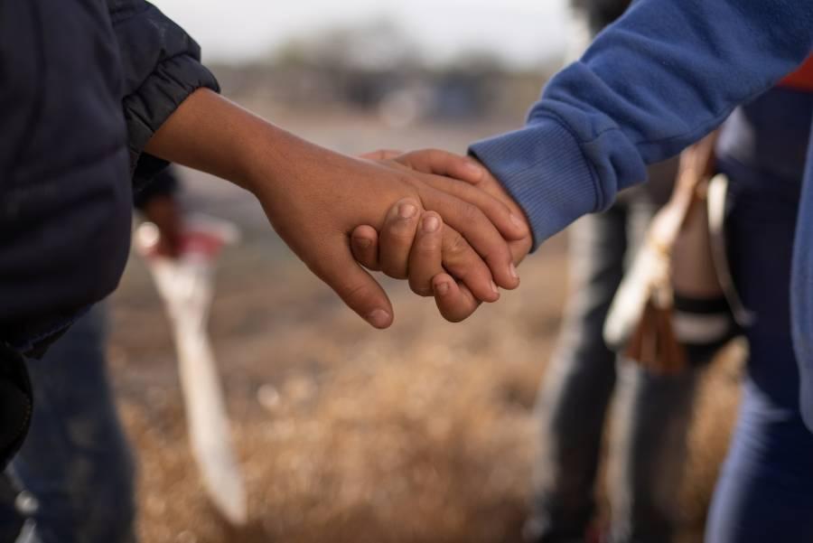Descarta EEUU deportar a padres que acudan a recoger a menores migrantes bajo custodia