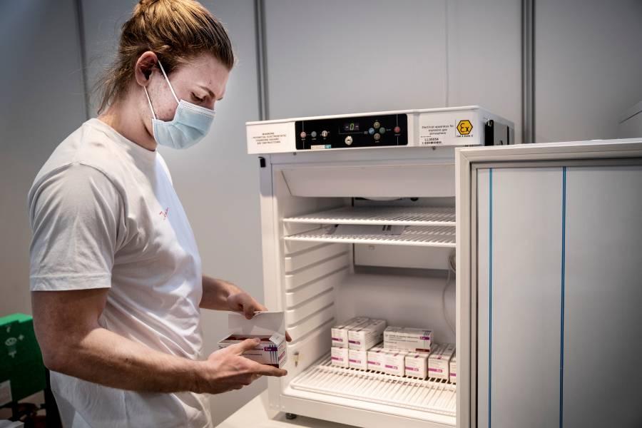 Países europeos suspenden vacuna  de AstraZeneca; GB la defiende
