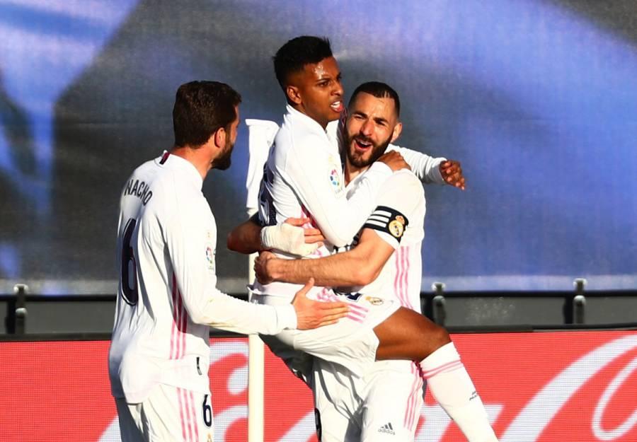 Real Madrid vence a Elche con doblete de Benzema
