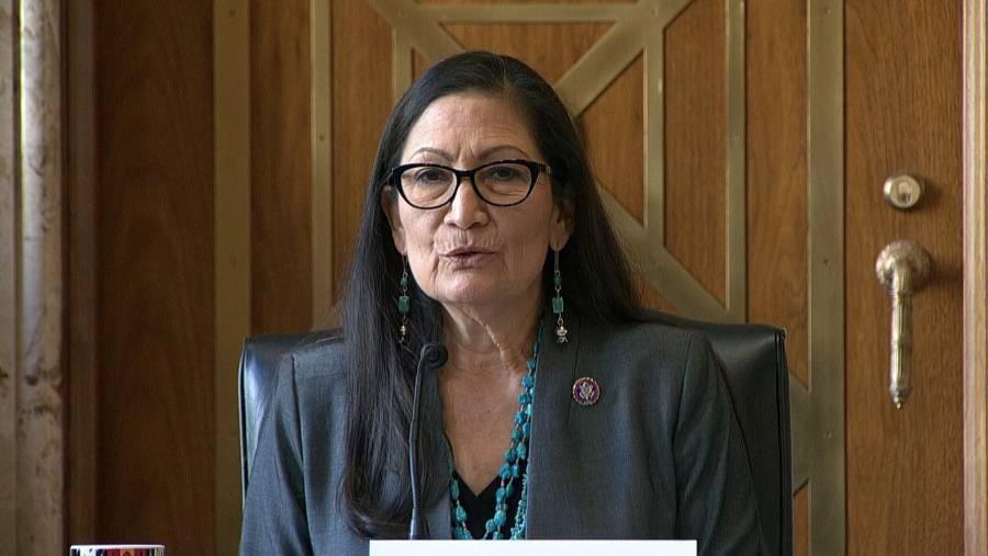 Confirma Senado a Debra Haaland como secretaria del Interior