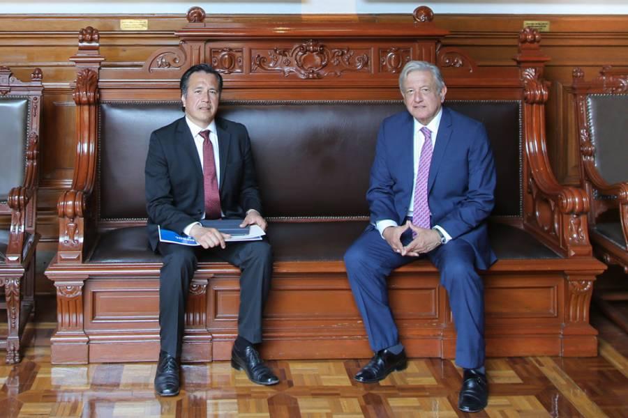 Se reúne Cuitláhuac García, gobernador de Veracruz, con AMLO